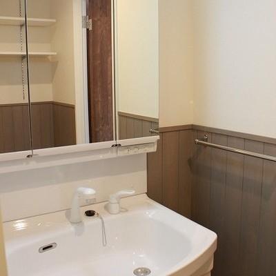 洗面台のある壁もおしゃれです