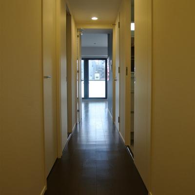 長ーめの廊下