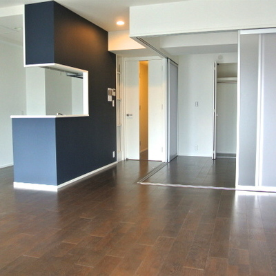 青いカウンターキッチン※写真別部屋。3DKタイプになります