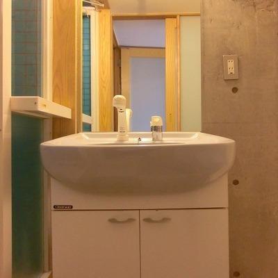 洗面台には収納スペースがありません!
