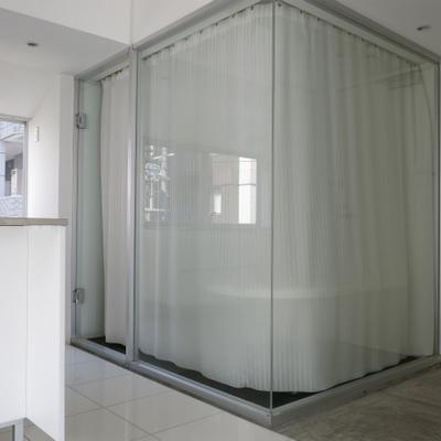 もちろんお風呂にはカーテン付いてます。(※写真は6階反転間取り別部屋のものです)