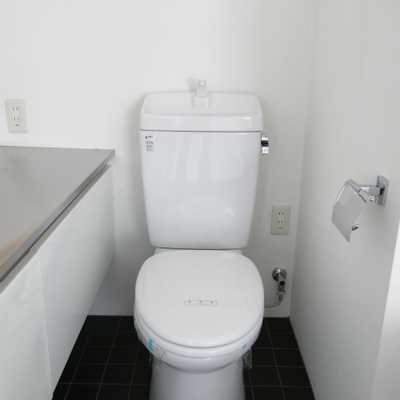 トイレはシンプルです。(※写真は6階反転間取り別部屋のものです)
