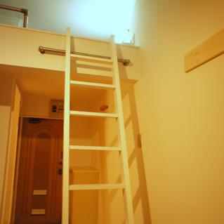 ロフトへ続く階段