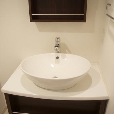 まるい洗面台はかわいいですな