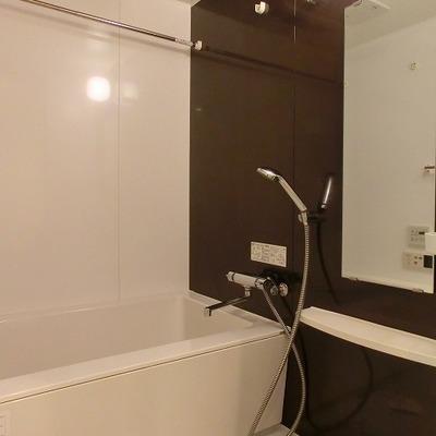 浴室乾燥機のある浴室です