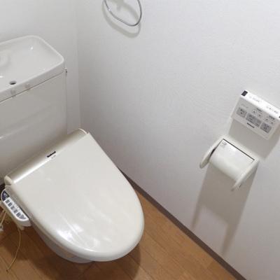 ウォシュレット付きの綺麗なトイレ。