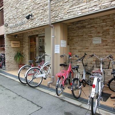 自転車は入り口付近にキレイに並べて下さい