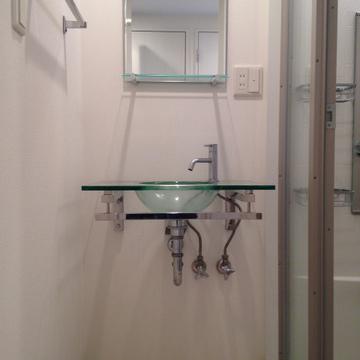 ガラスボウルの洗面台。