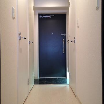 足元の照明で玄関もおしゃれに。