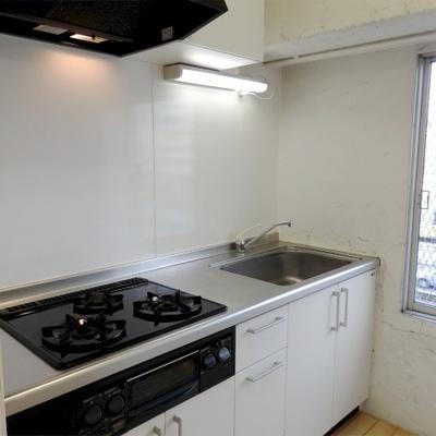 キッチンは3口でグリルあり。