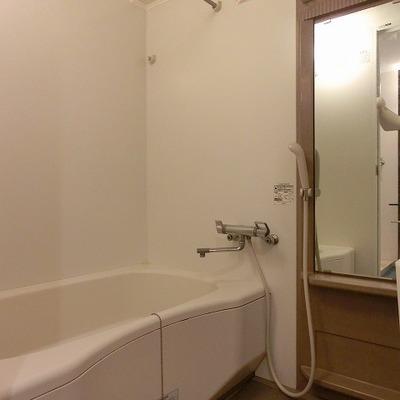 浴室乾燥のあるゆったりサイズのバスルーム