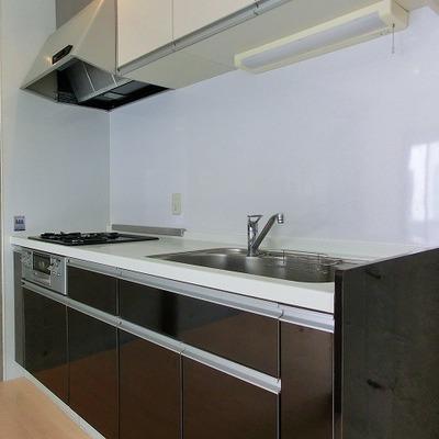 3口コンロのシステムキッチンです※写真は201号室