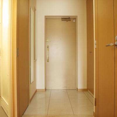 広すぎる玄関スペースには靴もたくさん収納できます!