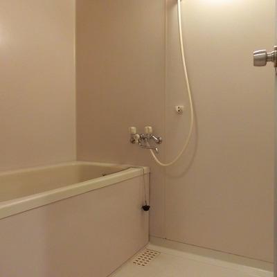 お湯炊き機能付きのバスルーム※写真別部屋
