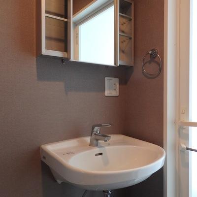 ざっくりシンプルな洗面台もオシャレです