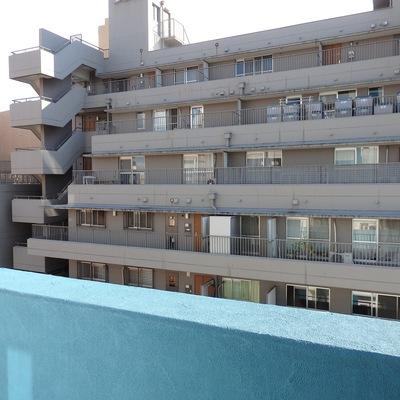 眺望は微妙。目の前には向かいのマンション