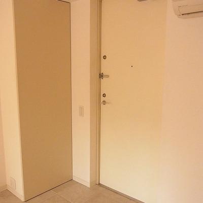 玄関はシンプルです※前回募集時の写真です
