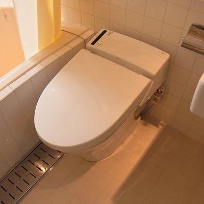 トイレはシンプルにタンクレス※前回募集時の写真です
