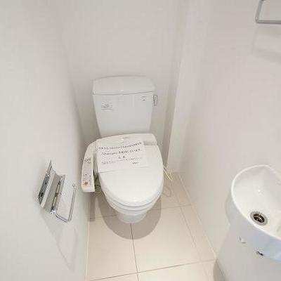 トイレも白い!