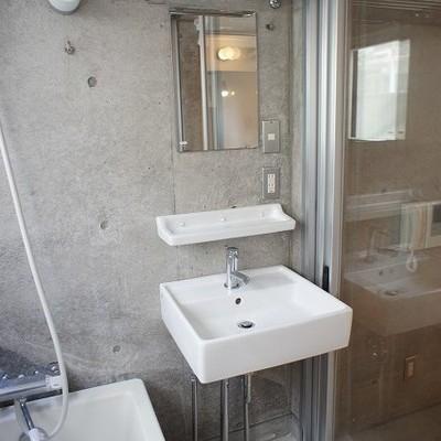 洗面台もおしゃれな形※写真は別部屋です