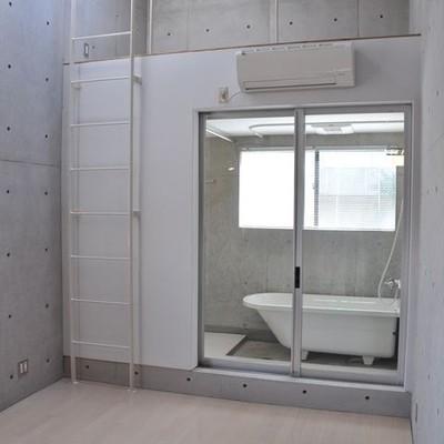 3階がベッドルームとバスルーム※画像は別室です