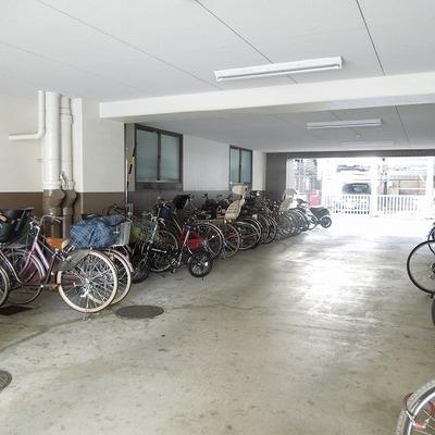 自転車置場は広めです
