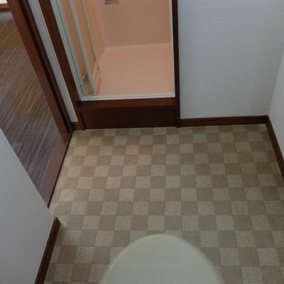 トイレと脱衣所はセットになっています。
