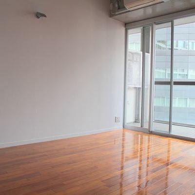 床の艶が光ります※写真は別室