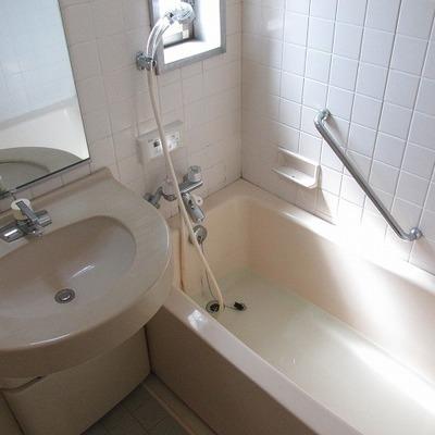 浴室も3点ユニットにしては大きめ。