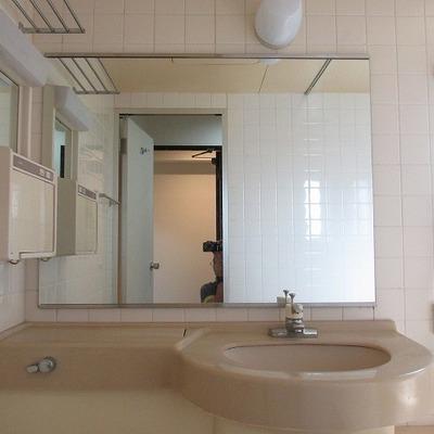 洗面台も3点ユニットですが大きめです。