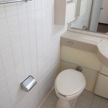 トイレは小さめ。