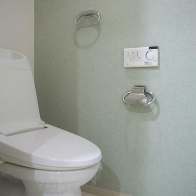 トイレの壁紙は淡いグリーン※画像は606号室