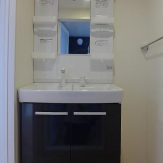 大きめな洗面台は、嬉しいでしょ!