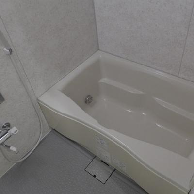 お風呂も広々〜〜〜!新築のような清潔感!!!