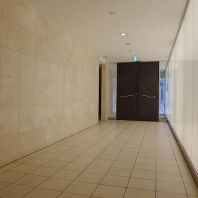 マンションのエレベーターホールから。とっても静か。