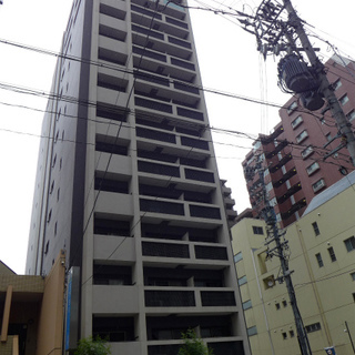 久屋大通公園のすぐ近く、スマートなマンションです。