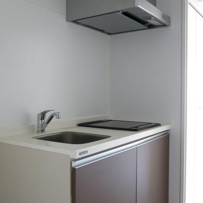 IHのキッチンです。シンプルですね。