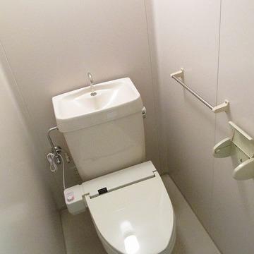 トイレにはウォシュレットを設置。気になるポイントもしっかり改良されていますよ◎