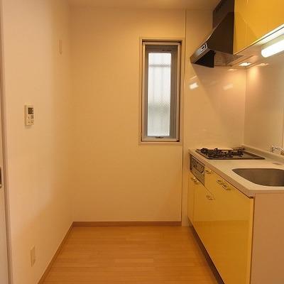 キッチン背面は若干狭いかも。