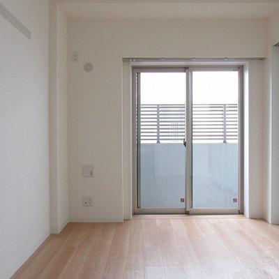 寝室側のお部屋です。※写真は別部屋のもの