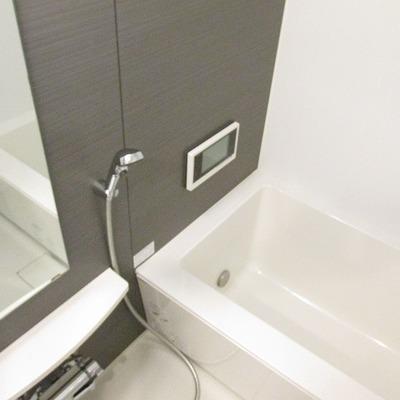 浴槽もキレイで広いです!※写真は別部屋のもの