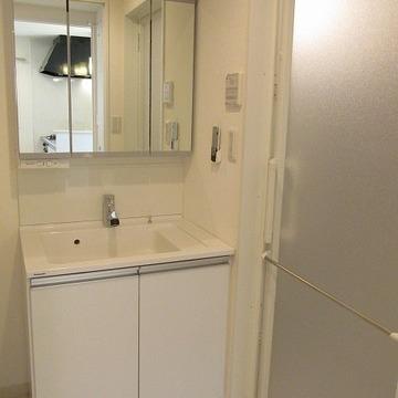 洗面台が独立しているのはありがたいですね!※写真は別部屋のもの