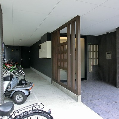 入口には駐輪場がございます!
