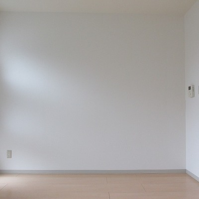 お部屋は白ベースです。ご安心を!