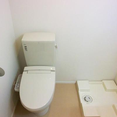 洗濯機置場&トイレ