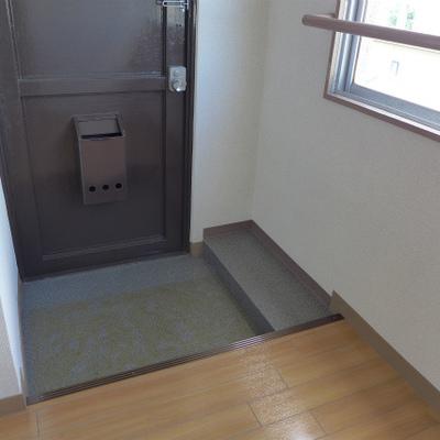 玄関には小さなシューズボックスを置きましょう!