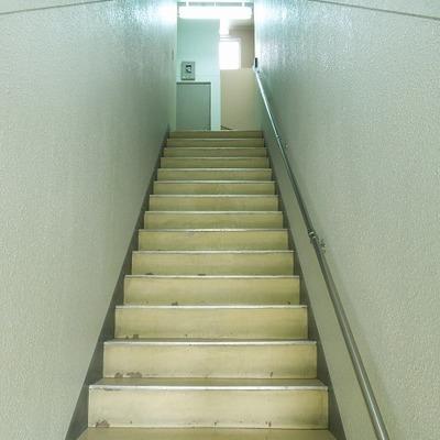 階段は古さがありますね