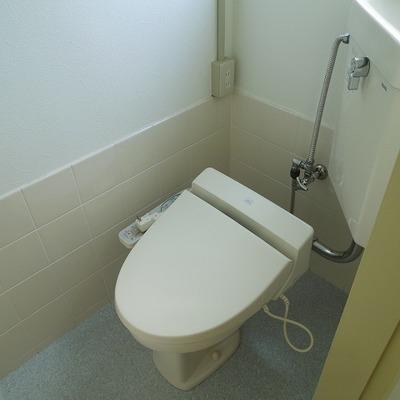 トイレは一段下がっています