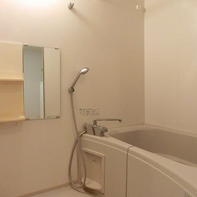浴室乾燥機能付きのバスルーム ※写真は別部屋