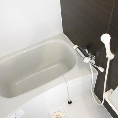 一人暮らしには十分な浴槽!※写真は別部屋です。